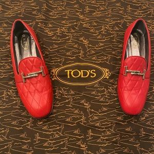 TODS RED QUILTED LOAFERS SIZE 9.5